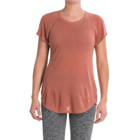 The North Face Versitas T-Shirt - Crew Neck, Short Sleeve (For Women) in Light Mahogany