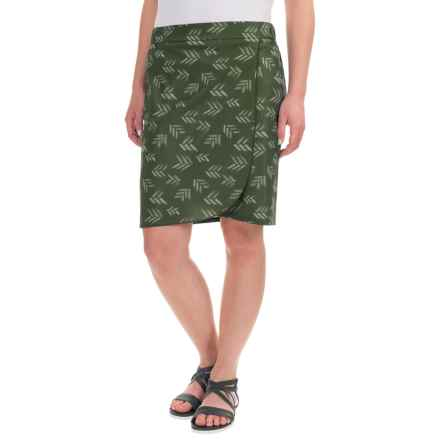 Toad&Co Whirlwind Skirt - UPF 40+ (For Women) in Dark Moss Print - Closeouts