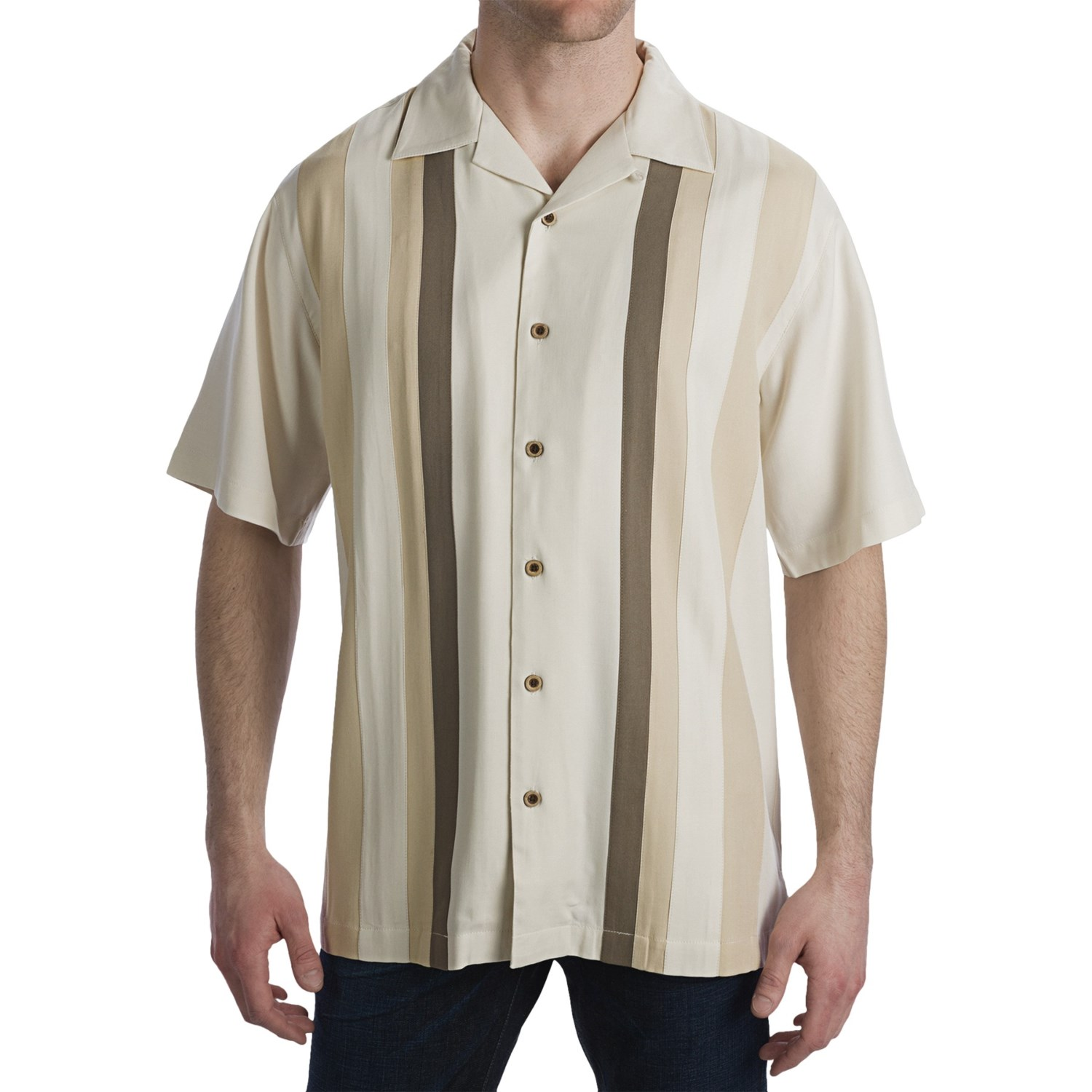 Tommy Bahama % Silk Men's short Sleeve Shirt Size-m the Shirt is in good condition no damages or stains. Measurements: Shoulders- 21