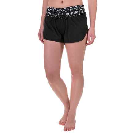TYR Santorini Tidal Wave Swimsuit Cover-Up Shorts (For Women) in Black/White - Closeouts