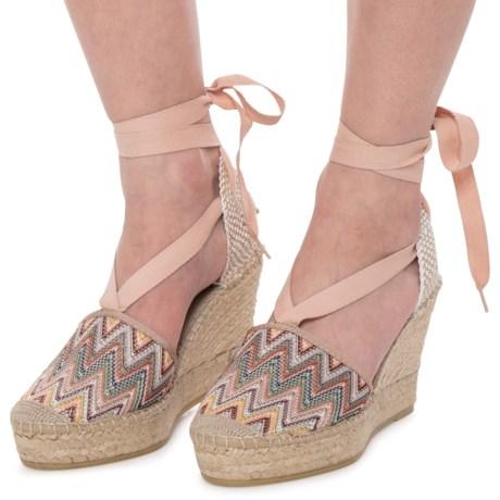 3d68f2b4dd8f5 VIDORRETA Made in Spain Closed-Toe Wedge Espadrilles (For Women) in Tilo  Natural