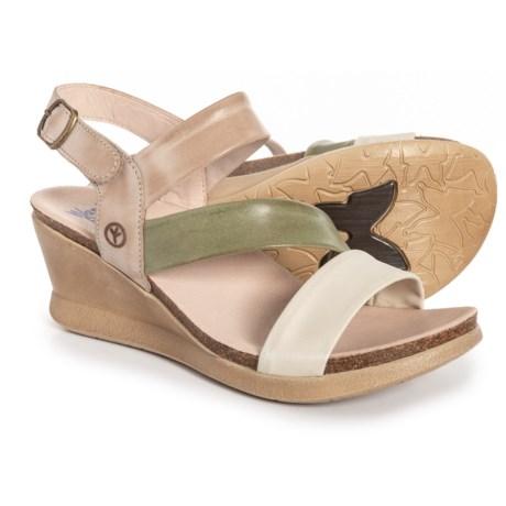 df61d0e7bc7 Wanda Panda Made in Spain Meryl Wedge Sandals - Leather (For Women) in  Tierra