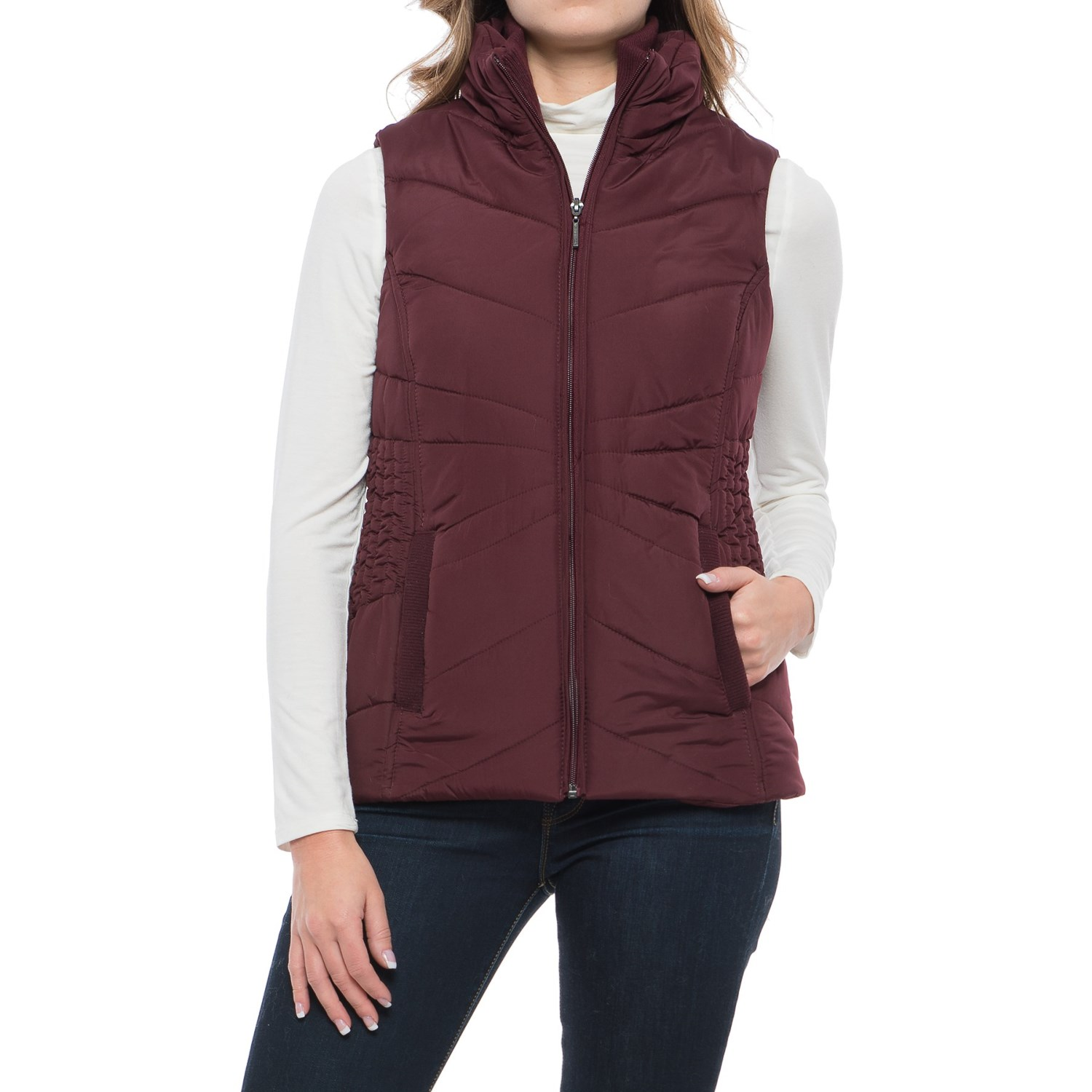 Puffer Vests. This fall and winter, bundle up in puffer vests before heading out to brave the cold. Don't get caught in the cold. Slip arms through the sleeve holes and zip the front closure all the way up (button the flap closed for good measure).
