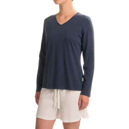 Woolrich Sprinkles V-Neck T-Shirt - Long Sleeve (For Women) in Navy - Closeouts