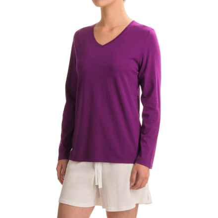 Woolrich Sprinkles V-Neck T-Shirt - Long Sleeve (For Women) in Wisteria - Closeouts