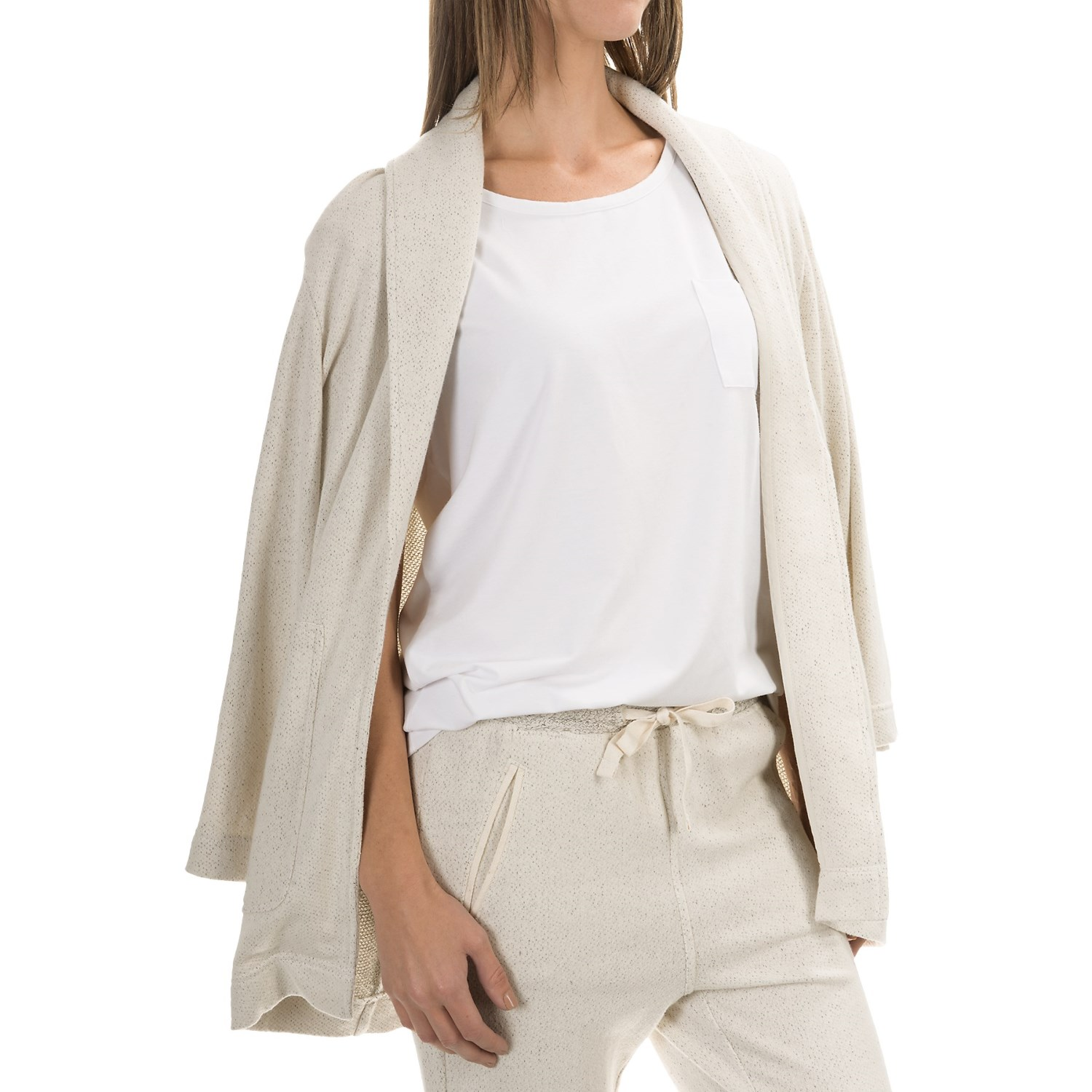 Cardigans & Shrugs for Women. Belk carries a huge selection of cardigans for women who love to layer on the style. Choose from an array of long sleeve cardigans to keep you warm and cozy, and browse shrug sweaters for a lightweight option in warmer weather.