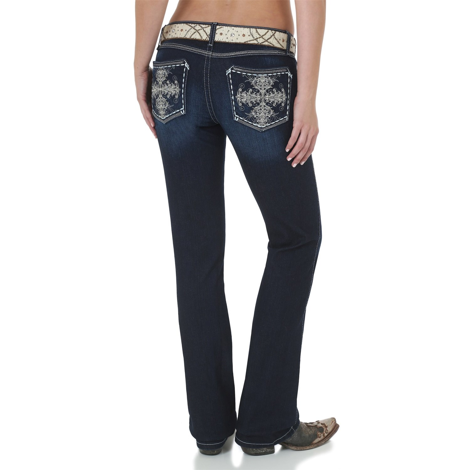 Pair Vigoss jeans with a blouseand jacket for work. Change the look up with a floral print, off the shoulder, blouse for a night out on the town. For another fun look, turn to skinny jeans by designers like Baby Phat and American Rag. This style of low rise jeans pairs perfectly with tanks for a casual look.