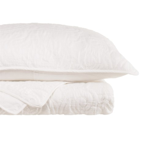 Yelena Embroidered Quilt Set - Queen in White